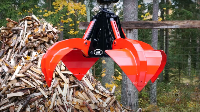 This time we present the JAK-20X universal grapple that can perform a variety of loading and digging jobs.