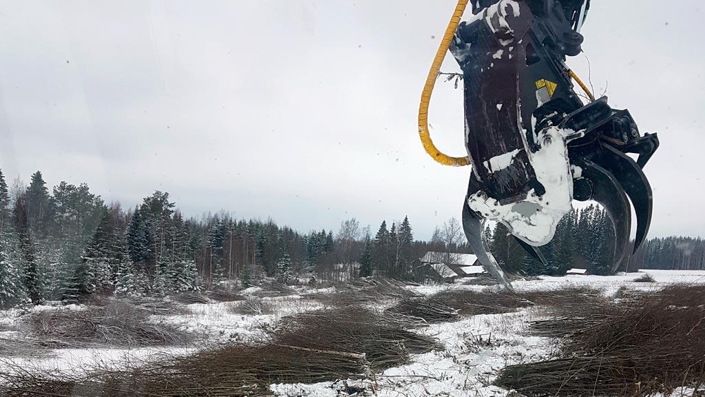 Nuoren metsän kunnostuksilla, joissa on paljon pieniläpimittaisia runkoja, joukkokäsittelylaite ehdoton lisävaruste.